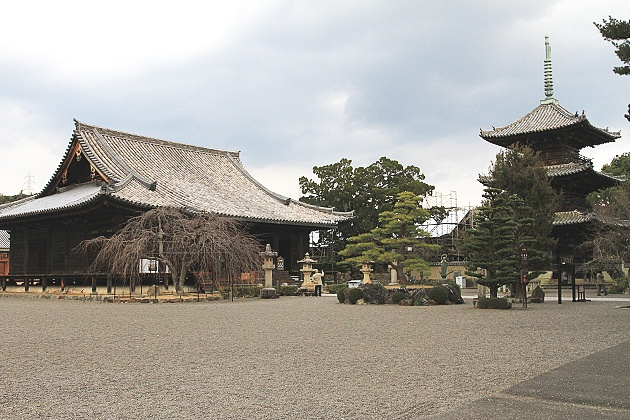 道成寺本堂と三重搭